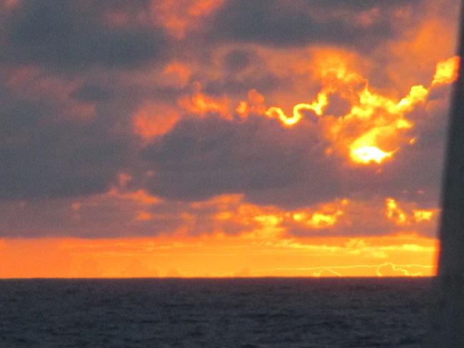 Sonnenuntergang auf dem Weg zu den Azoren: gigantisch!