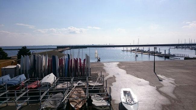 阪大艇庫から見た西宮の海