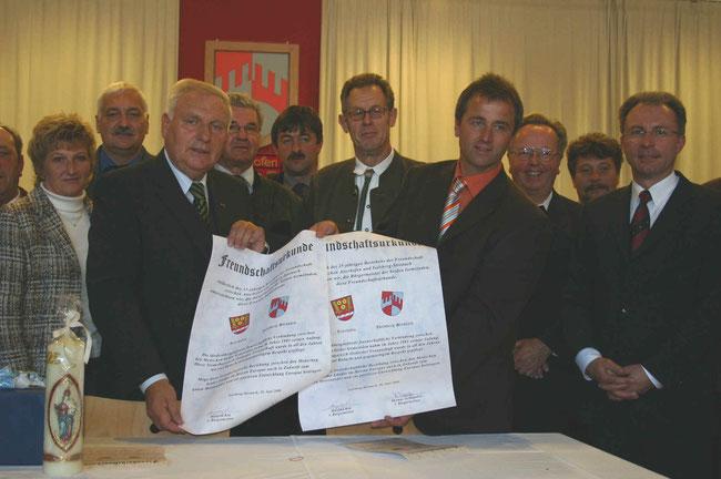 Unterzeichnung der Freundschaftsurkunde anläßlich des 25jährigen Bestehens der Freundschaft (1996)