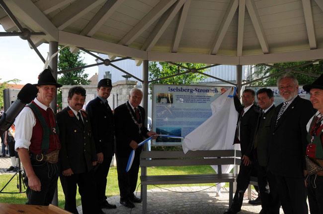 Einweihung einer Informationstafel am Herzog-Tassilo-Platz anläßlich des 30jährigen Bestehens der Freundschaft (2011)