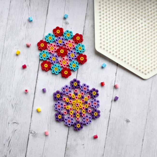 Blumendeko aus Hama (6-eckige Platte)