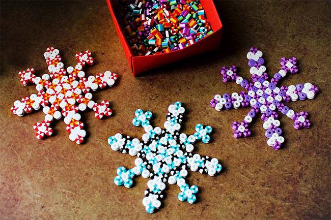 HAMA, Bügelperlen, Weihnachten; Christbaumschmuck, basteln, DIY, Schneefloken, Snowflake, Spezialperlen, 2farbig