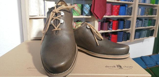 Schuhe von Dirndl + Bua zur Lederhose