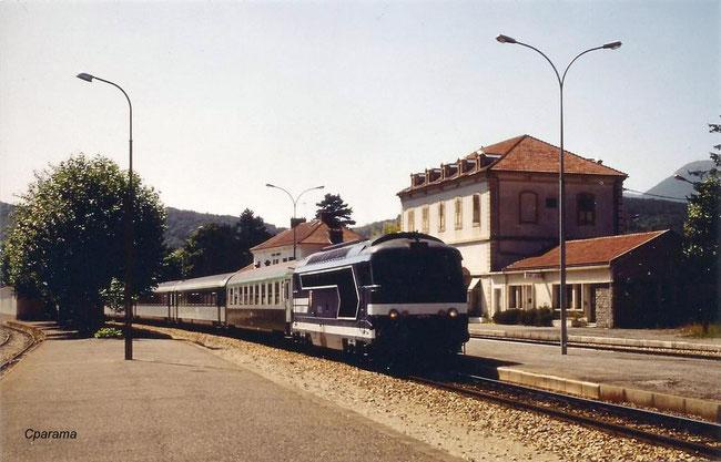 hotel de la gare à retaper pour maison commune à Veynes