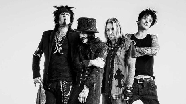 "Mötley Crüe release video for new song ""The Dirt (Est. 1981)"" feat. Machine Gun Kelly, rockers and other animals, rock news, rock webzine, rock magazine, netflix"