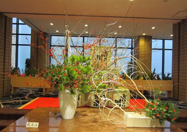 花材:根引松、赤ぼけ、千両、晒しだれ桑