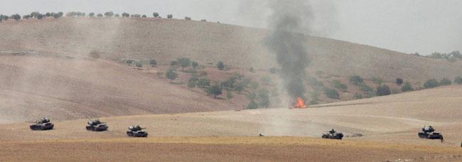 Türkische Panzer auf syrischem Boden nahe der Stadt Dscharablus (Foto: REUTERS)