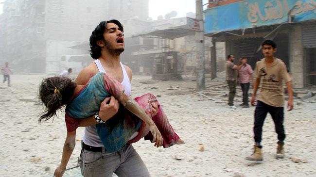 Aleppo nach einem Fassbomben-Angriff der syrischen Regierung © Araa Al-Halabi/Getty
