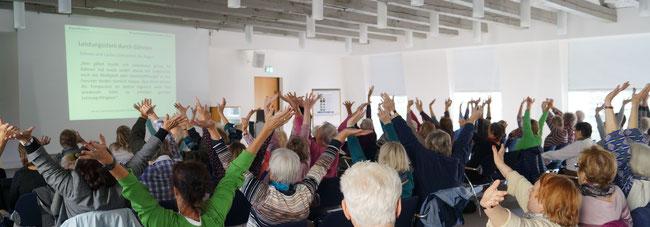 Praxisteil Augentraining mit Gudrun Klonz im EGZG (Foto: Klonz privat)