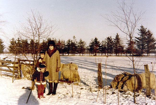 Familie Blunck vor ihrer Schafherde