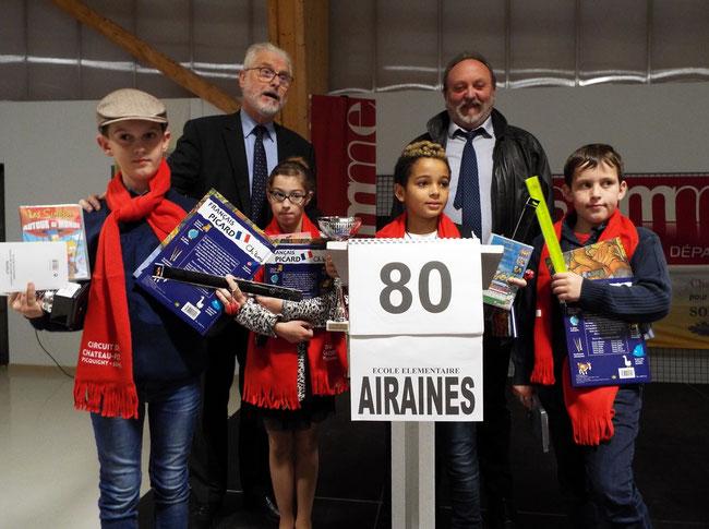 L'équipe de l'école d'Airaines championne 2017 accompagnée de Monsieur le Conseiller départemental et de Monsieur le Maire