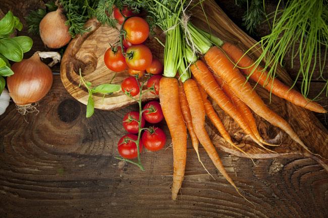 Frisches Obst und Gemüse empfiehlt Angelika Baack