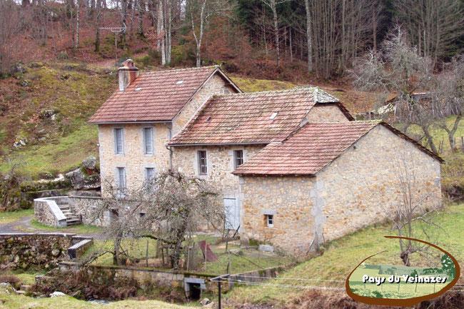 Moulin du Pont du Diable, Leucamp, Cantal, Châtaigneraie cantalienne, légende