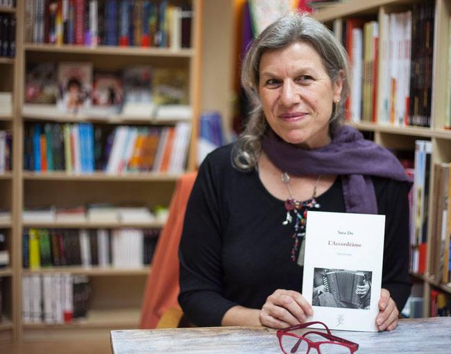"""Editrice et poètesse, Sara Do présente son superbe recueil """"L'Accordéâme"""" paru en 2015 - Un petit bijou !"""