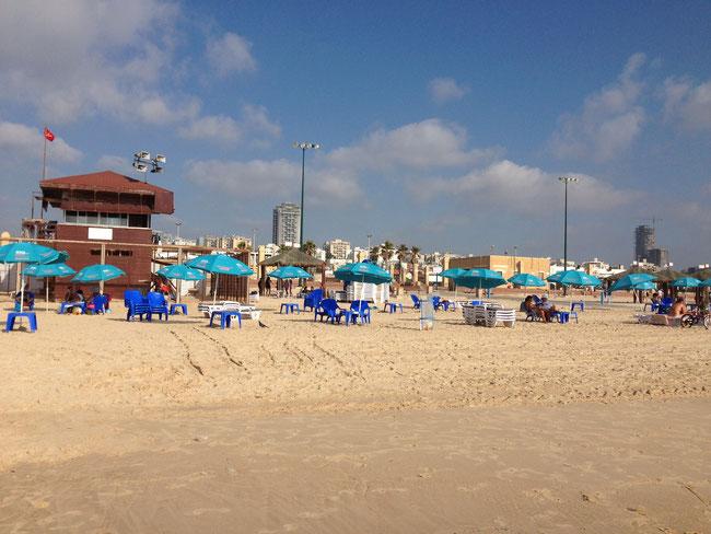 La plage du LIDO avec ses transats au bord de l'eau