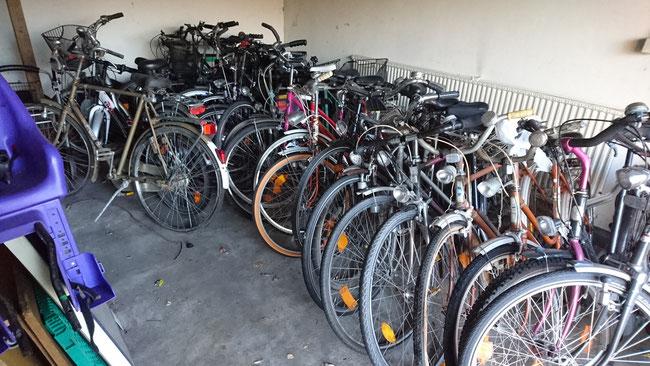 Fahrräder, die noch Instand gesetzt werden müssen