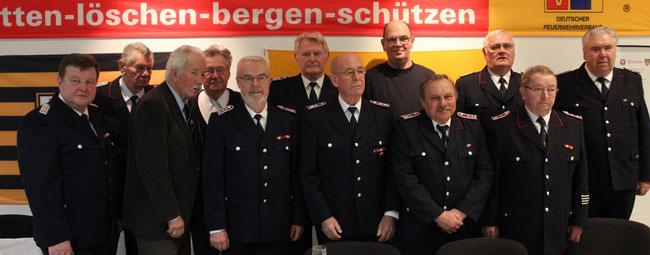 12 der 17 Mitglieder der Ehrenabteilung auf der Jahreshauptversammlung 2016 (Foto: Birte Kraus)