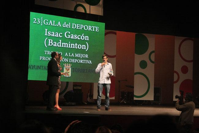 Isaac Gascón agradeciendo el premio...