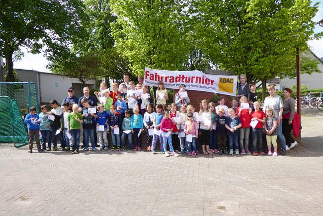 Teilnehmer und Helfer vom Fahrradturnier am 20.05.2017 in Negenborn