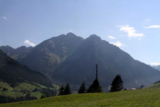 Zwölfer 2.224 m – rechts im Bild, zuvor Elfer im Kleinwalsertal