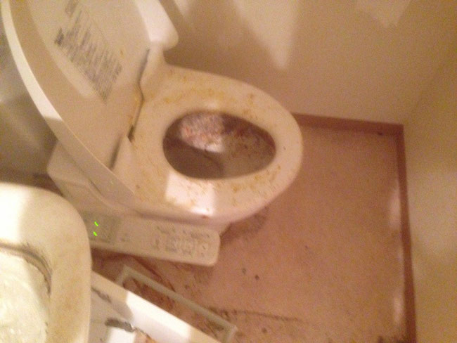 トイレ 前