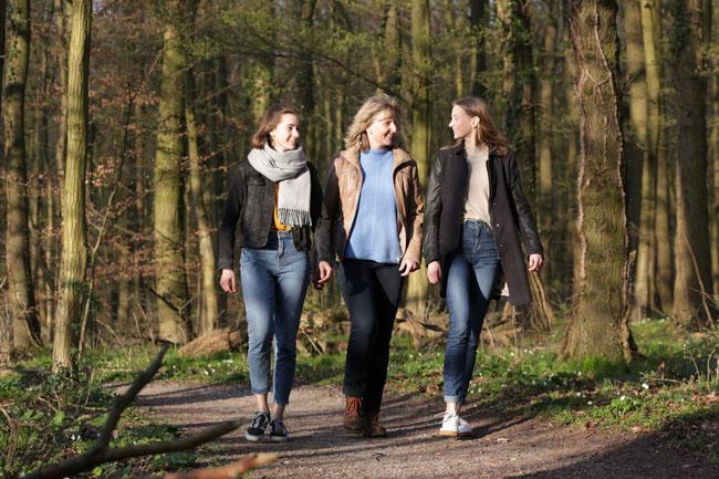 Abschalten und die Natur im Geisterholz genießen: Wenn meine Töchter Carolin (l.) und Veronica zu Besuch sind, ist das ein guter Ort, um sich über Gott und die Welt, das Studium der  beiden  und auch über Oelder Lokalpolitik zu unterhalten