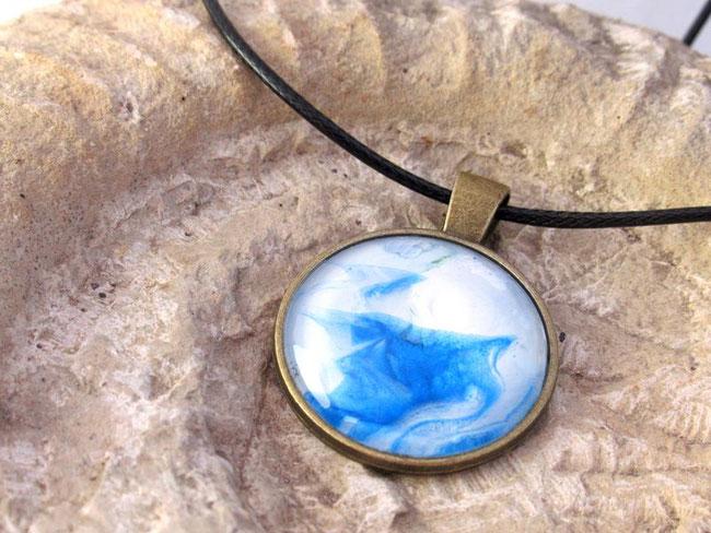 collier-fille-femme-bleu-blanc-bijou-fantaisie-royan-art-collection-cadeau-original-moderne-feminin