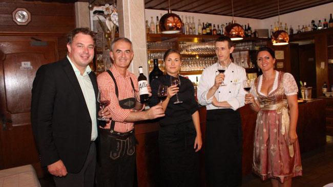 Gerhard Allacher, Victor Dusevic, Lisa Vaschauner, Elvis Hotaj und Antonia Dusevic auf dem Weinkulinarium ©Henning Heilmann