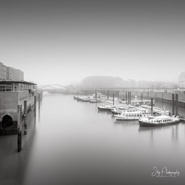 Hamburg / Binnenhafen, Hamburger Hafen, Barkassen, Nebel, Langzeitbelichtung, 2020, ©Silly Photography