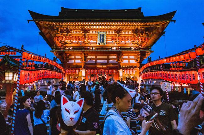 伏見稲荷大社・宵宮祭(ライトアップ)