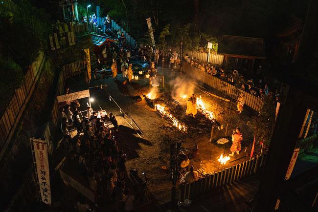 狸谷山不動院の火祭りの火渡り