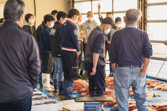 兵庫県竹野の市場の夕競り