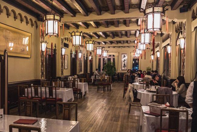 東華菜館の内装