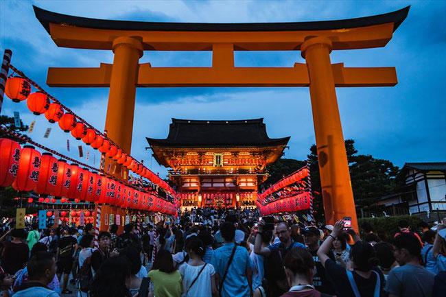 伏見稲荷大社・宵宮祭(ライトアップ) 正面