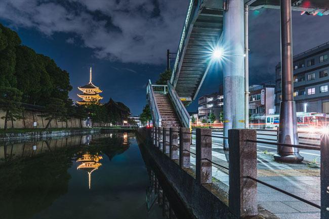 東寺歩道橋レーザービーム写真