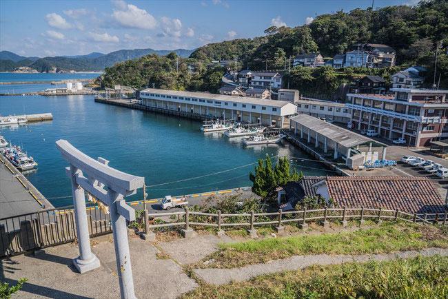 鳥取県岩美Free!の聖地巡礼「田子港」と港神社の眺め