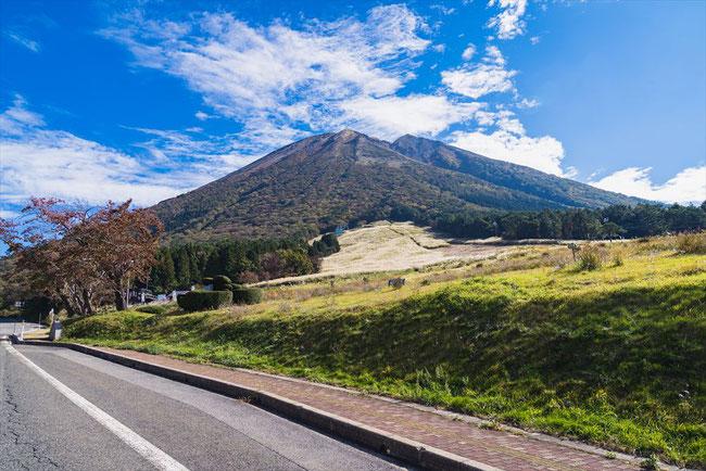 鳥取県の大山と青空