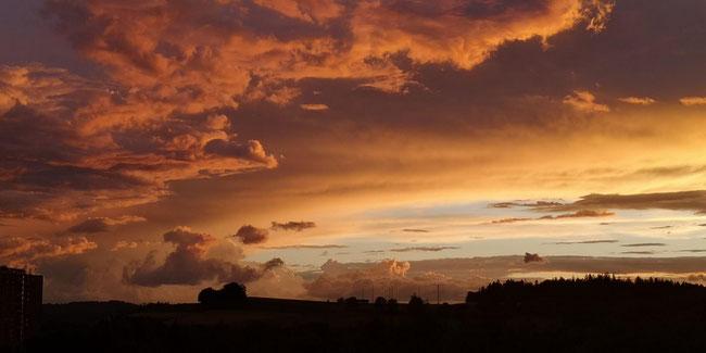 und hier, weil es soooo schön war! die Stimmung am Himmel über Kiesen...