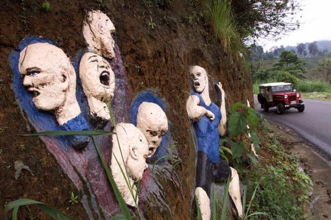 ガラビトの犠牲者を称える壁画