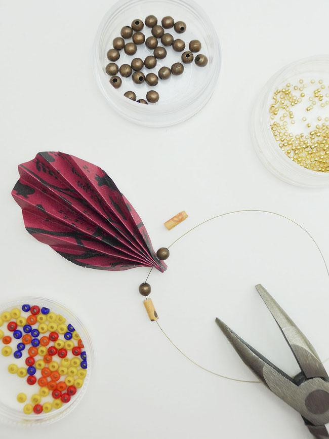 Zutaten Boho Ohrringe Papierperlen und bunte Perlen