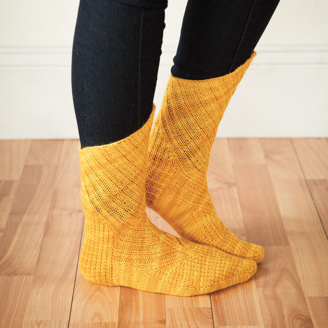 © Knit Picks / Oblique Socks gestrickt in Knit Picks Hawthorne Kettle in Farbe Compass
