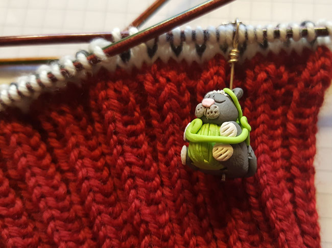 Yarn Love Challenge Day 2: A close-up pic of my fave cat stitch markers