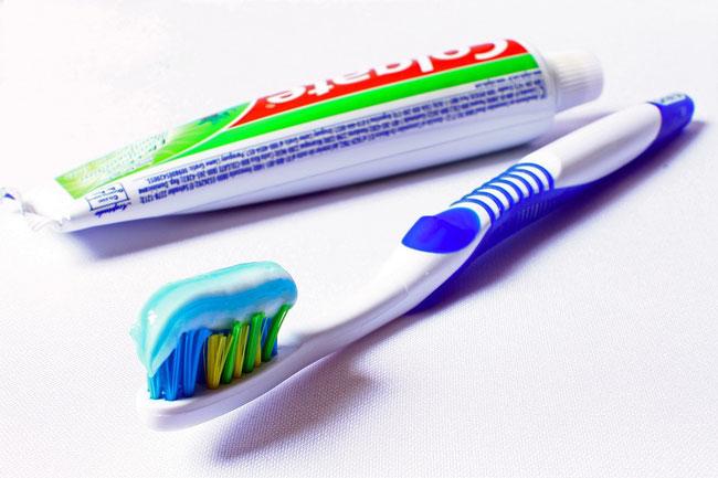 Englischer Artikel über Zusammenhänge zwischen Zahnbürste, Keimbesiedelung und Pneumonie