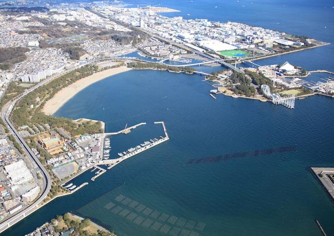 金沢地先埋立地(右上の海側が臨海産業団地で内陸工場の移転先)