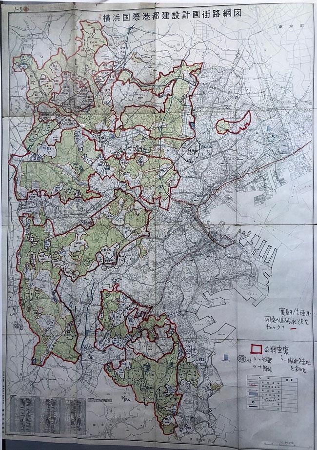 区域区分設定の検討図面(赤枠が当時の企画調整室の原案で開発用低地が散在している)
