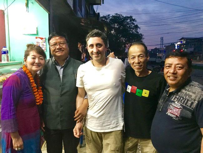Raptis地域市長(左から2人目)と次のスクールプロジェクトについて面談