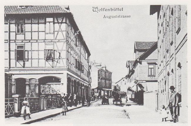 Auguststadt. Das erste Haus rechts ist das Gebäude der früheren Damm-Mühle.