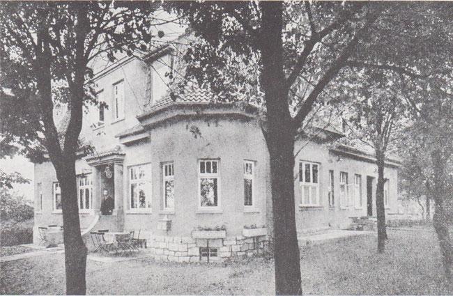 """Gastwirtschaft Waldhaus in den zwanziger Jahren am Ortsrand Fümmelser Holzes. Lange Jahre diente das Waldhaus dem Ballspielverein """"Germania""""."""