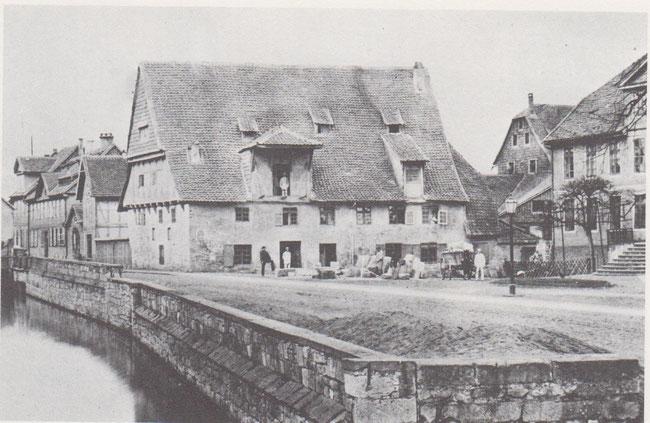Die alte Damm-Mühle 1873. Sie wurde im gleichen Jahr zur modernen Turbinen-Mühle umgebaut. Anfang 1960 wurde die Mühle stillgelegt.