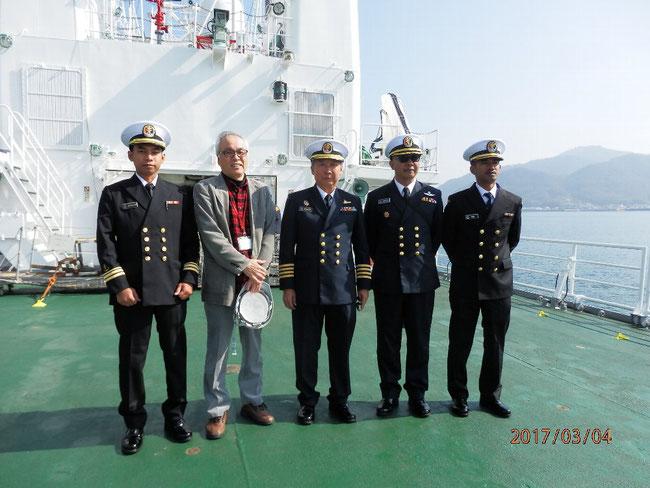 マレーシア巡視船での通訳業務(2017.02.27 - 03.04)終了後、幹部乗組員と私